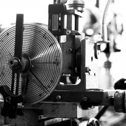 machine à tailler les roues montres et horloges